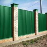 Забор из профнастила «под кирпич»